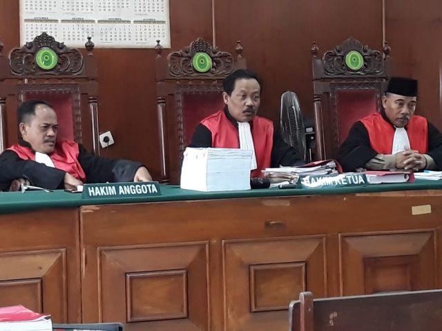 Pengunjung Sidang Mempertanyakan Netralitas Mejelis Hakim