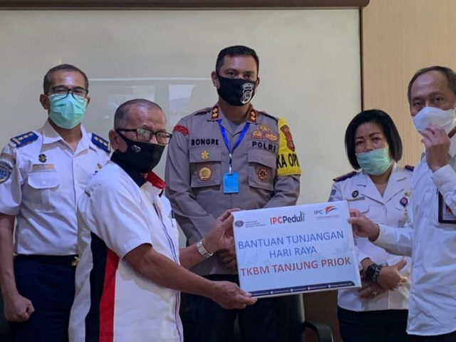 IPC Tanjung Priuk Berikan Bantuan  Hari Raya Pada  TKBM