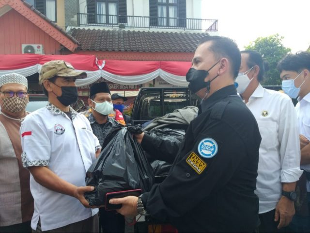 Giliran Masyarakat Utan Kayu Selatan Jakarta Dapat Bantuan Sembako dari BNN Fokan dan GMDN